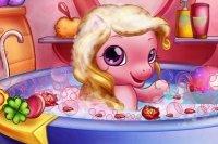 Baby Pony in der Badewanne